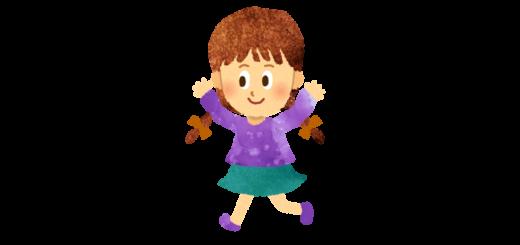走るおさげの女の子のイラスト