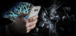 スマホが脳を破壊する!?依存と脳過労を引き起こす恐怖の仕組み。